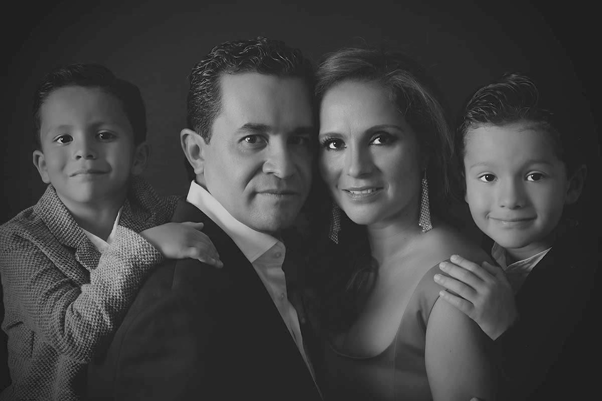 FAMILY PORTRAITS BY HOMERO ALEMAN 479